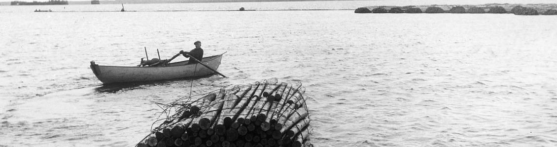 kotiseutuarkisto mies veneessä